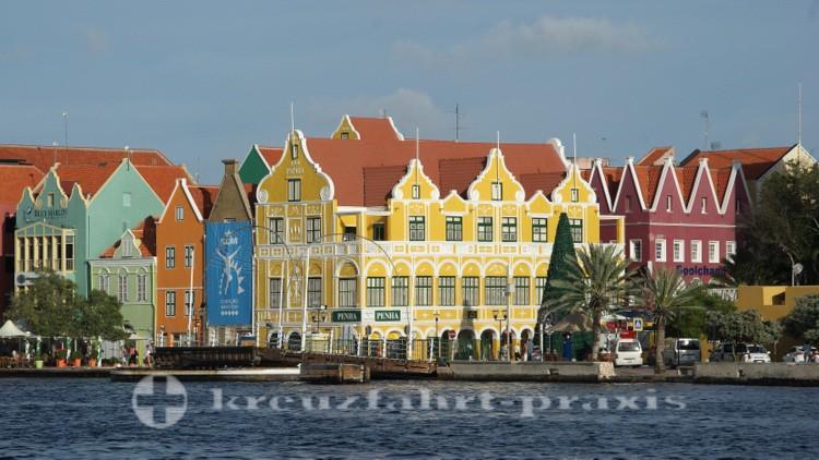 Curacao - Willemstad mit dem Penha Gebäude