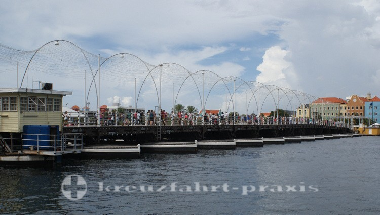 Curacao - Willemstad - Königin-Emma-Pontonbrücke