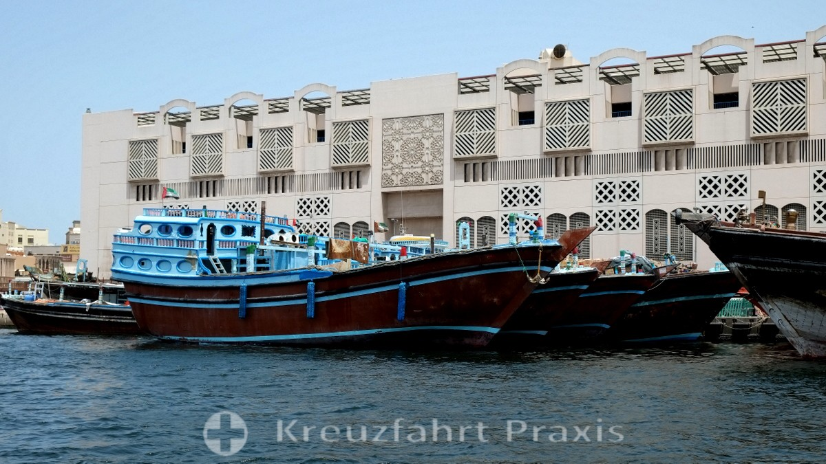 Dubai Creek mit Dhaus