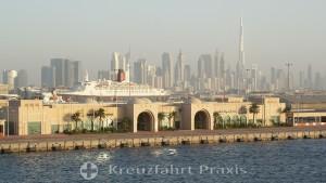 Dubai-City -  Port Rashid Cruise Terminal mit Hotelschiff Queen Elizabeth 2