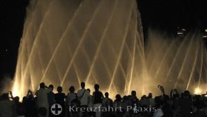 Die Dubai Fountain bei Nacht