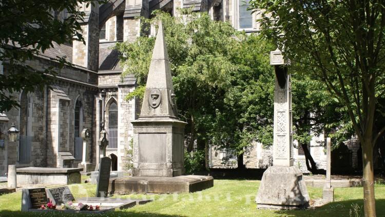 Grabsteine neben der St Patrick's Cathedral