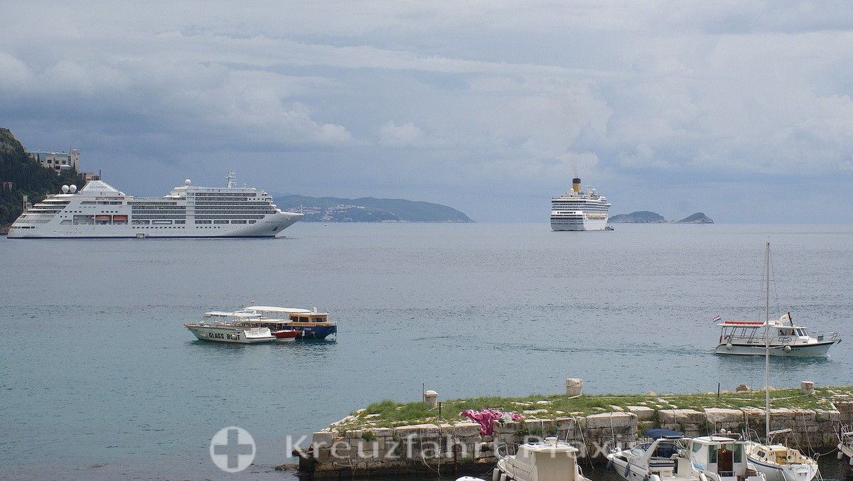 Dubrovnik - cruise ships in the roadstead