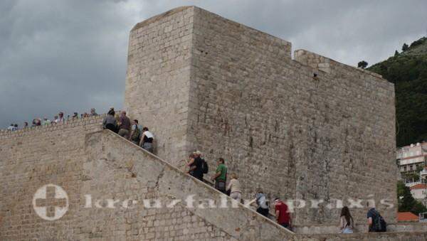 Hochbetrieb auf der Festungsmauer