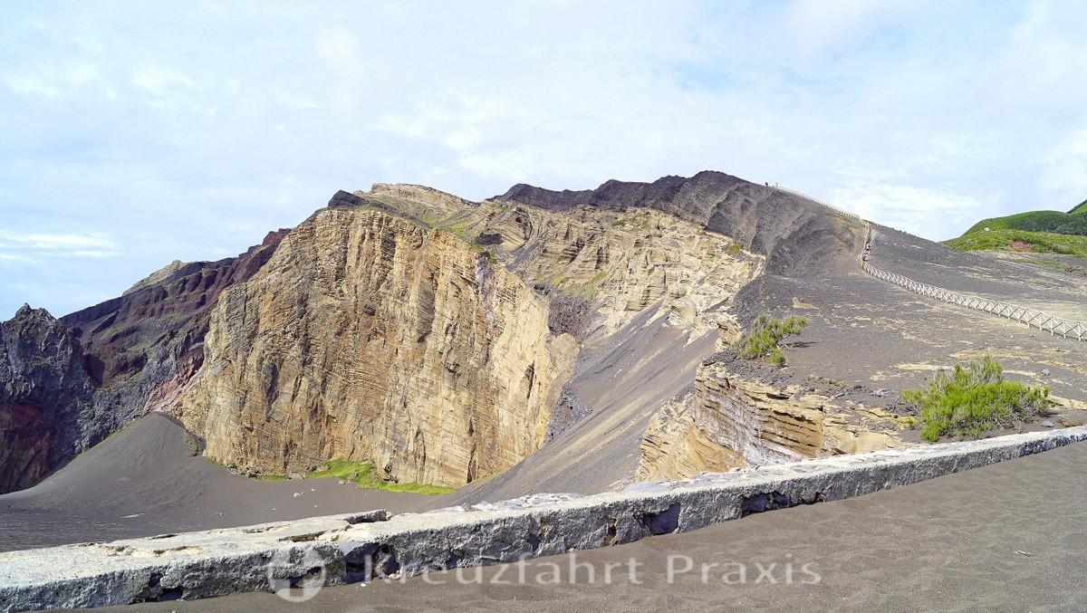 Vulcão dos Capelinhos - layers of ash
