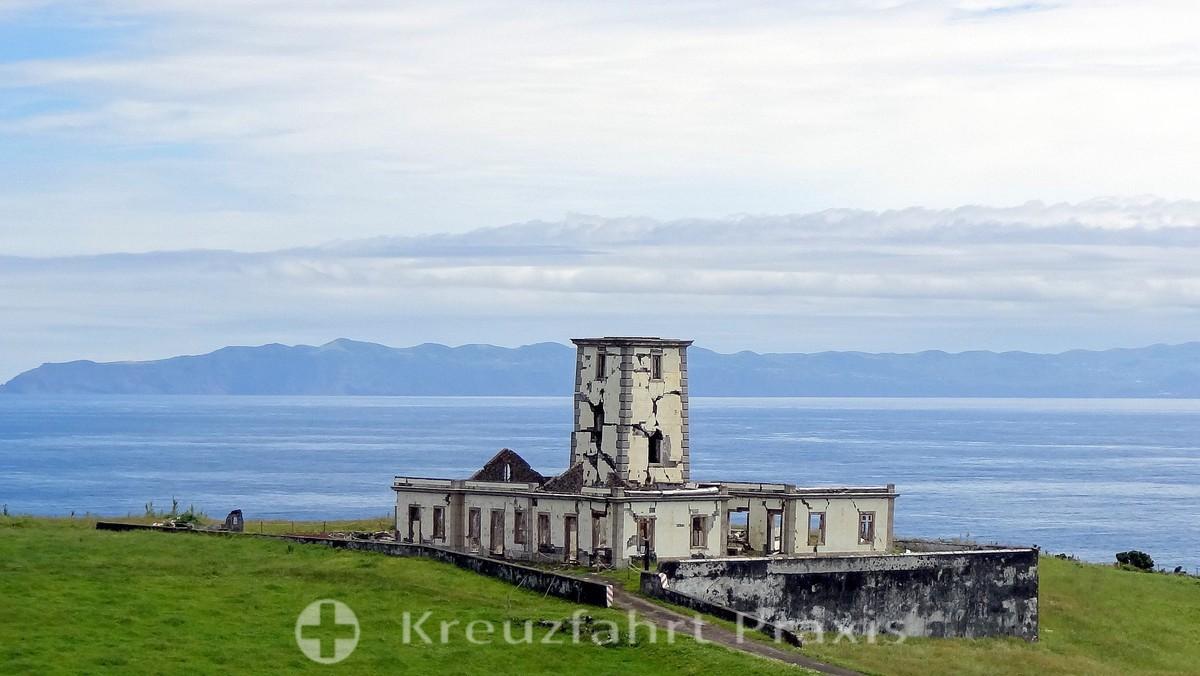 Faial - the abandoned Farol da Ribeirinha
