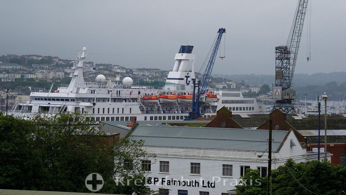 Falmouth - Werft mit Kreuzfahrtschiff MS Astor