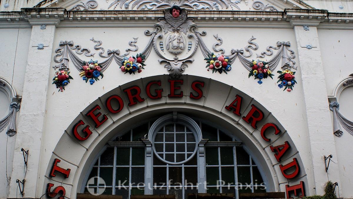 Falmouth - Portal der St George's Arcade