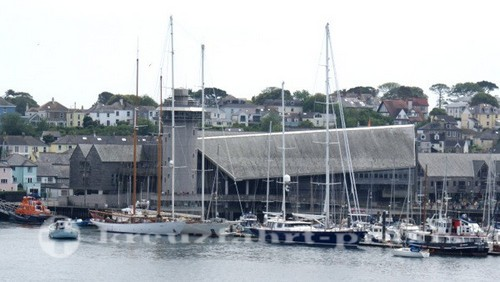 Falmouth - Das National Maritime Museum vom Hafen gesehen
