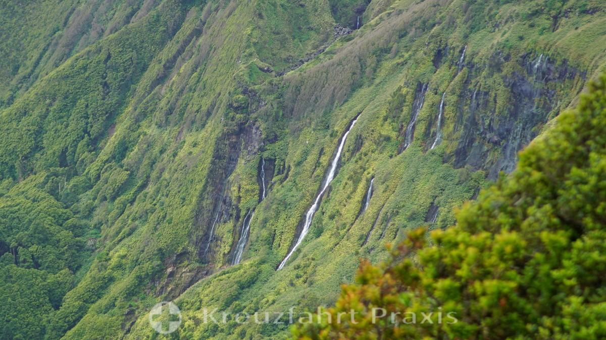 Flores - Miradouro Ponto de Vista - Waterfalls