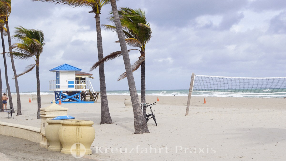 Menschenleerer Strand am Hollywood Beach