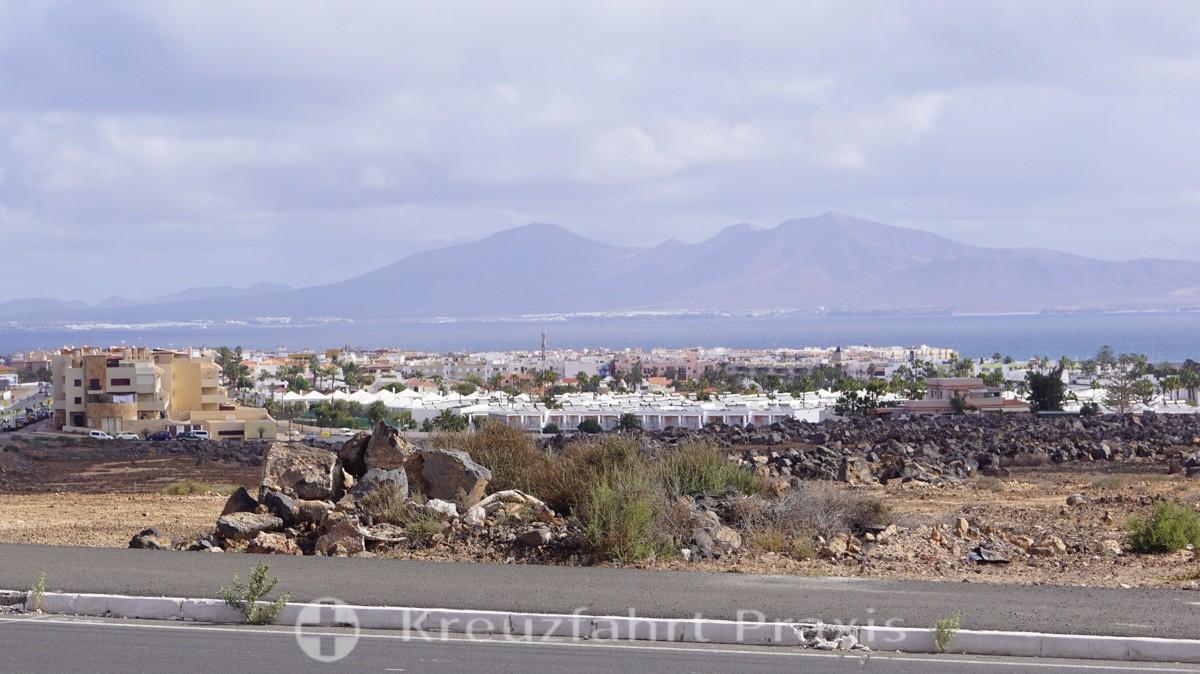 Blick auf Corralejo - Im Hintergrund Lanzarote