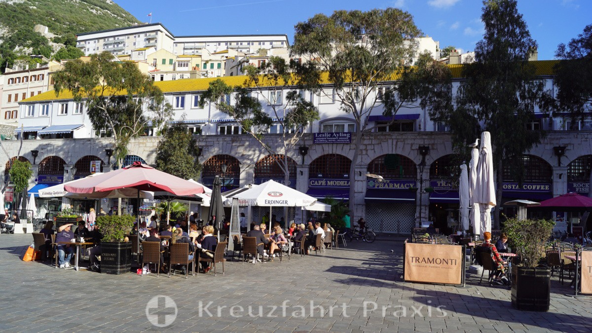 Bars and restaurants in Casemates Square