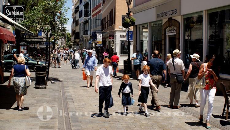 Gibraltar - Passanten im Zentrum
