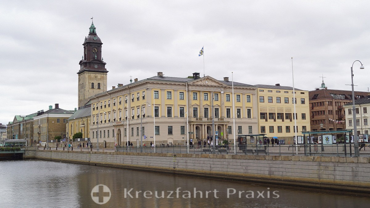 Gustav Adolfs torg with the town hall