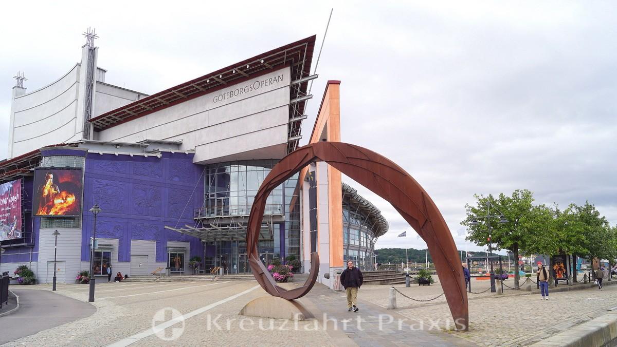 Gothenburg - Opera house with steel sculpture