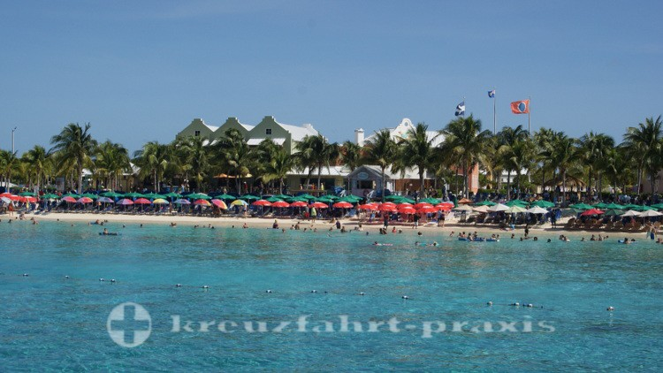 Grand Turk - Strandleben vor dem Cruise Center
