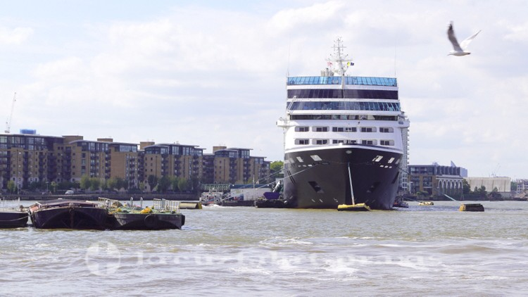 Azamara Journey vor Greenwich