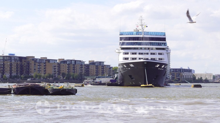 Azamara Journey liegt vor Greenwich