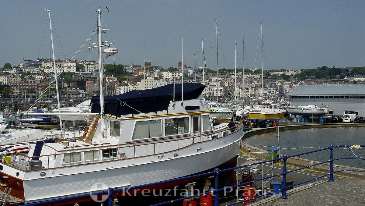 Saint Peter Port - unterwegs im Hafen