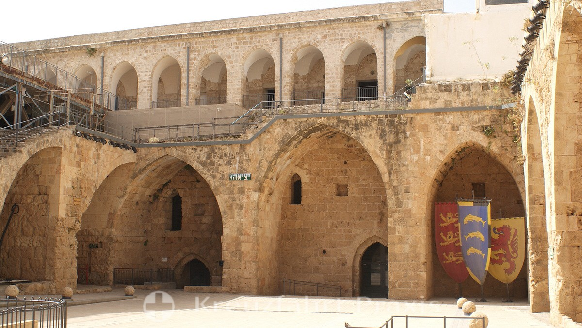 Castle courtyard with the knights' halls