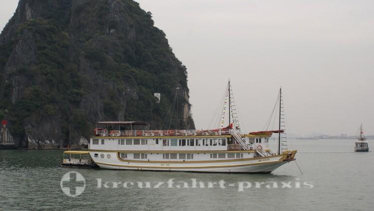 Ausflugsboot in der Halong Bucht