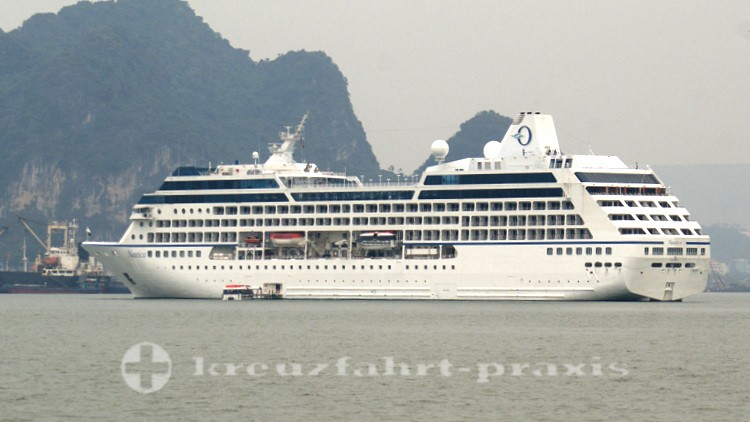 Kreuzfahrtschiff Oceania Nautica vor Halong City