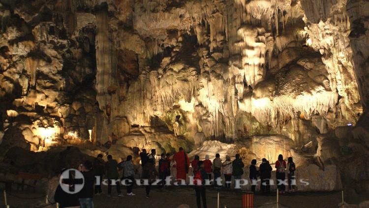 Lichtinstallationen in der Thien Cung-Höhle