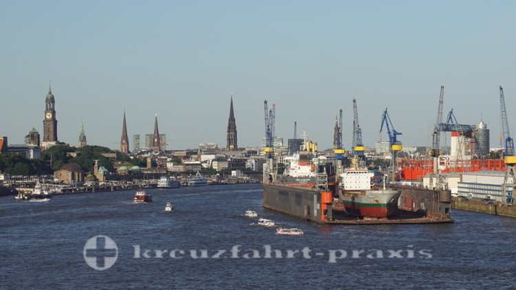 Hafen mit St. Michaelis