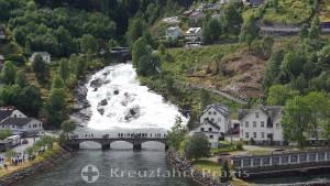 Hellesylt - der Langedalselva Wasserfall