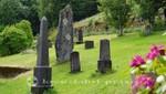 Grabsteine neben der Sunnylven-Kirche
