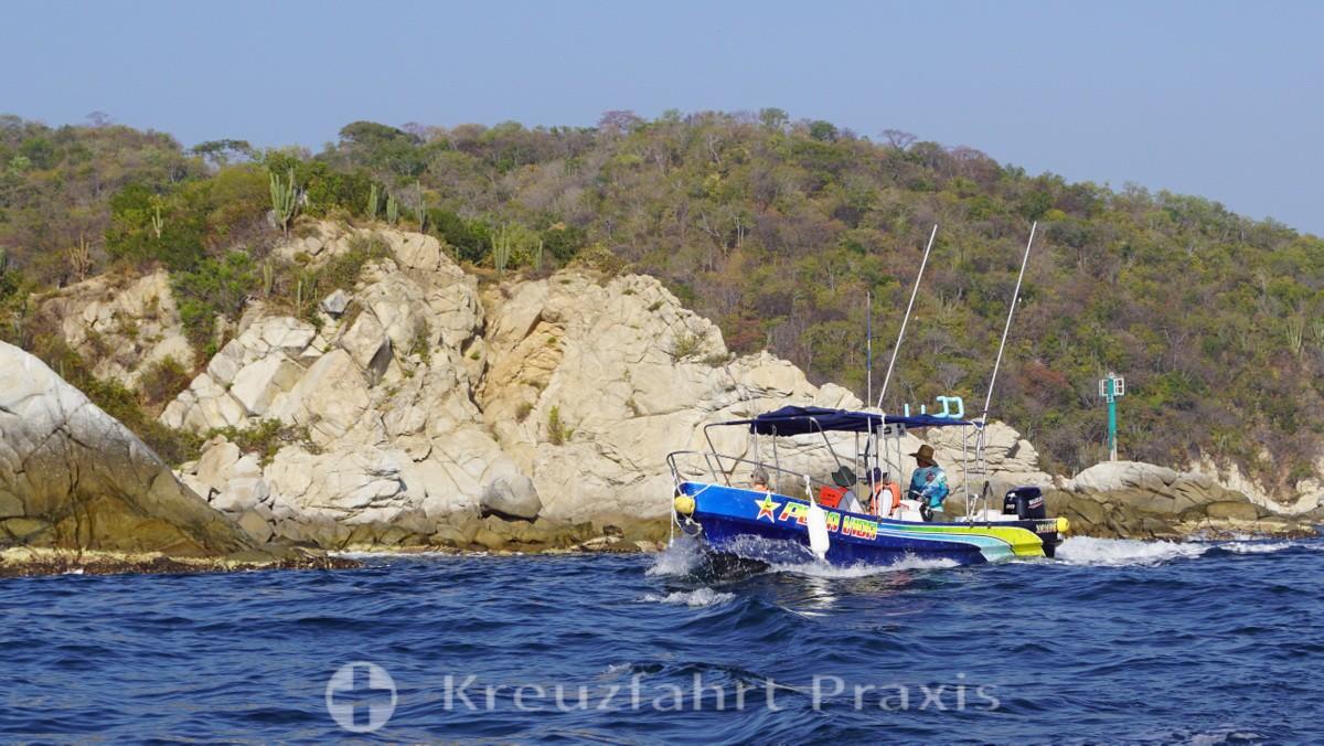 Sportfischerboot in der Bahía Santa Cruz