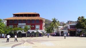 Santa Cruz Huatulco - Gebäude im Hafenbereich