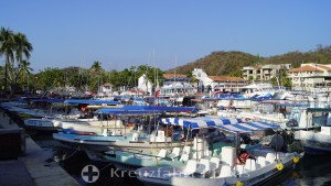 Ausflugsboote im Hafen von Santa Cruz Huatulco