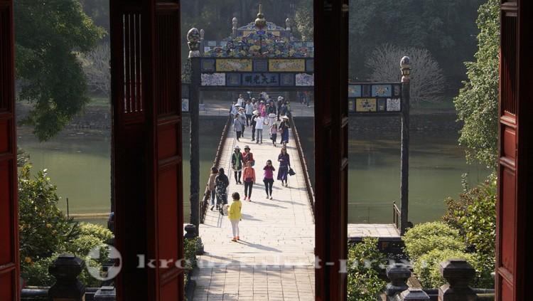 Ming Mang-Grabanlage - zum Kaisergrab führende Brücke