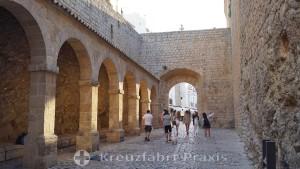 Dalt Vila - Festungsmauern mit dem Portal des ses Taules