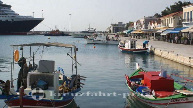 Katakolon - Hafenbecken mit Queen Victoria