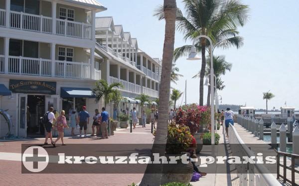 Key West - Ladenzeile und Hotels vor den Piers