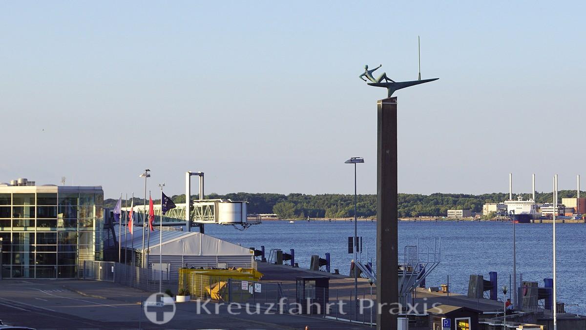 Sculpture sailor - at the Ostseekai