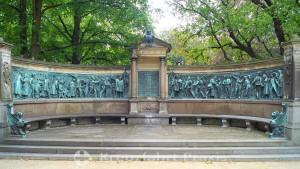 Kiel - Castle garden with the monument to the fallen