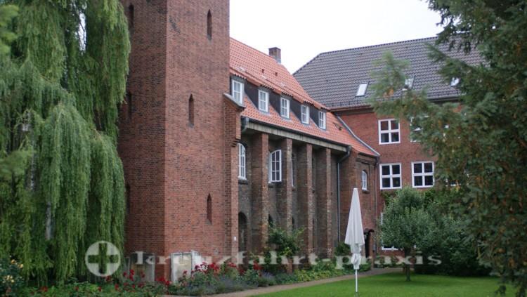 Klosterkirchhof mit dem Kieler Kloster