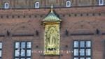 Statue des Erzbischofs Absalon in der Rathausfassade