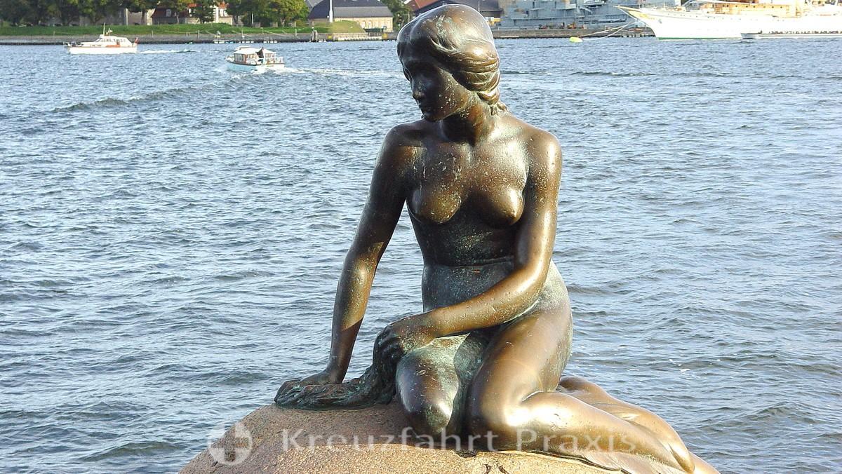 The bronze figure of the Little Mermaid