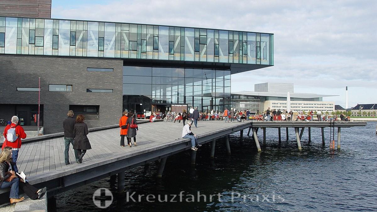 Skuespilhuset - seen from Nyhavn