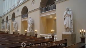 Vor Frue Kirke - figures of the apostles in the nave