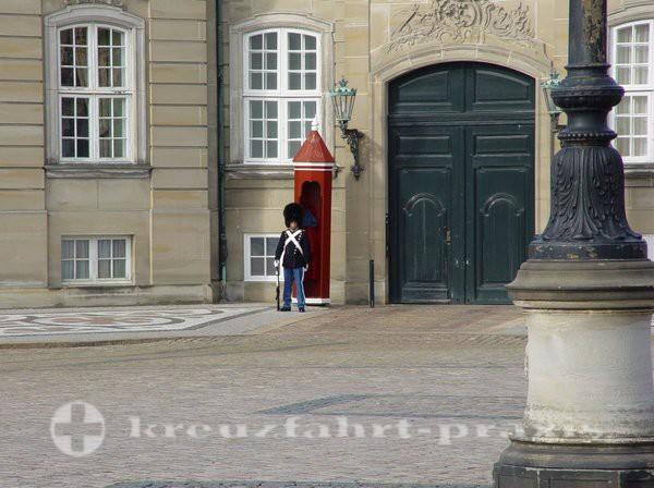 Wache vor Schloss Amalienborg
