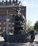 Drachenbrunnen vor dem Rathaus