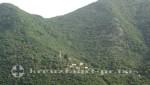 Bucht von Kotor - Dorf und Kirche am Berghang
