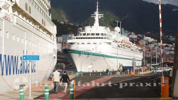 La Palma - Kreuzfahrtschiffe im Hafen von Santa Cruz de La Palma