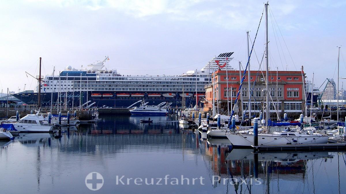 La Coruña - Cruise Terminal with the old Mein Schiff 1
